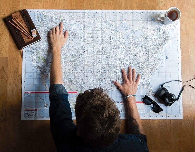 capogruppo che organizza un viaggio